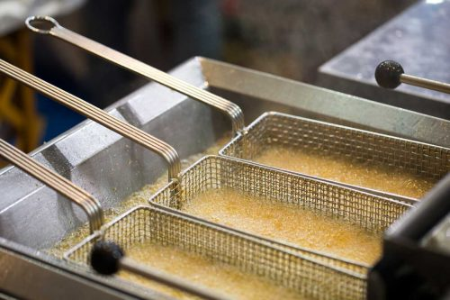 Read more about the article How Much Oil Do You Put In A Deep Fryer?