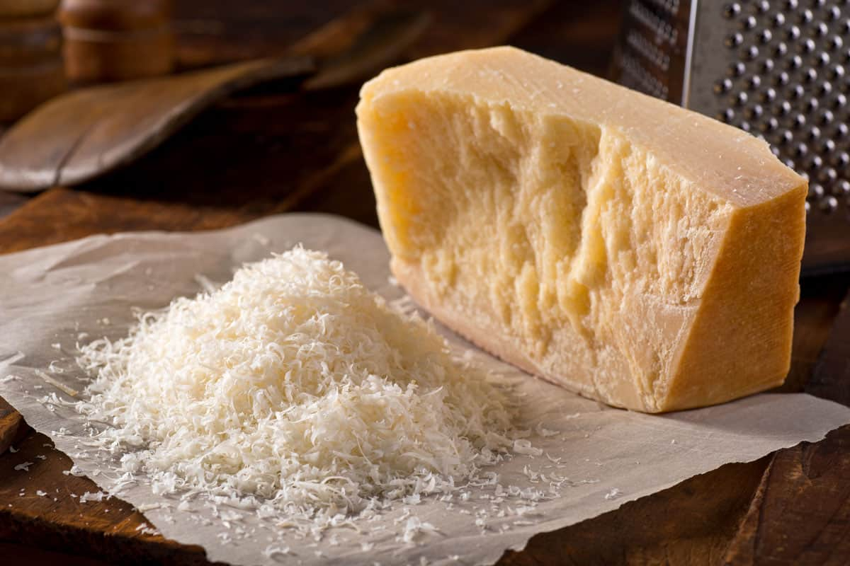 Grated parmesan cheese placed on oil absorbing paper