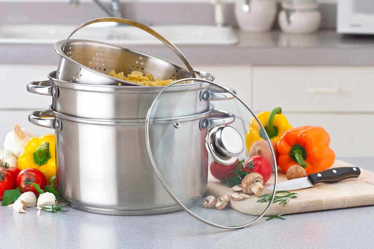 Stockpot multi-cooker with pasta, vegetable and spices, How Big of a Stockpot Do I Need?