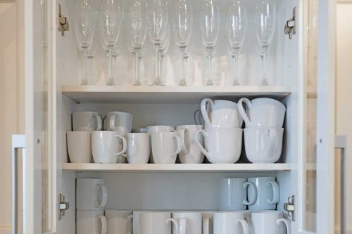 How to Store Glasses and Cups in The Kitchen