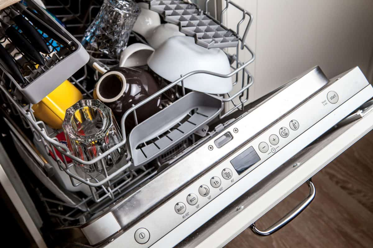 Clean dishes in dishwasher machine after washing cycle, How Long Does A Dishwasher Run?