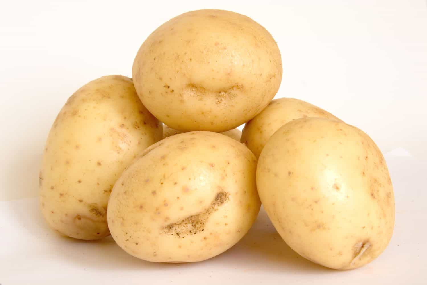 A detailed photo of fresh washed potatoes