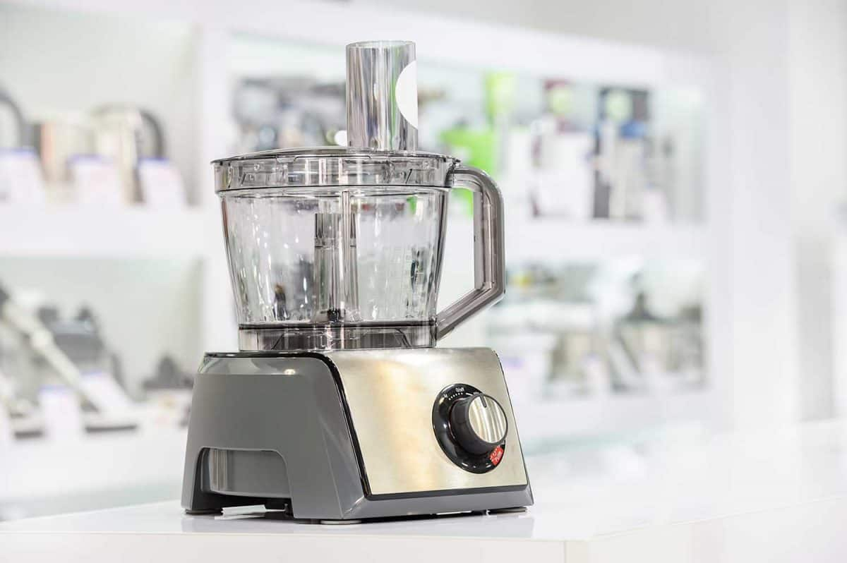 Single electric food processor in retail store