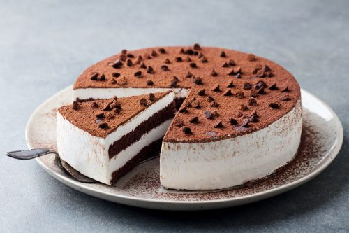 Read more about the article How To Store Warm Cake Overnight