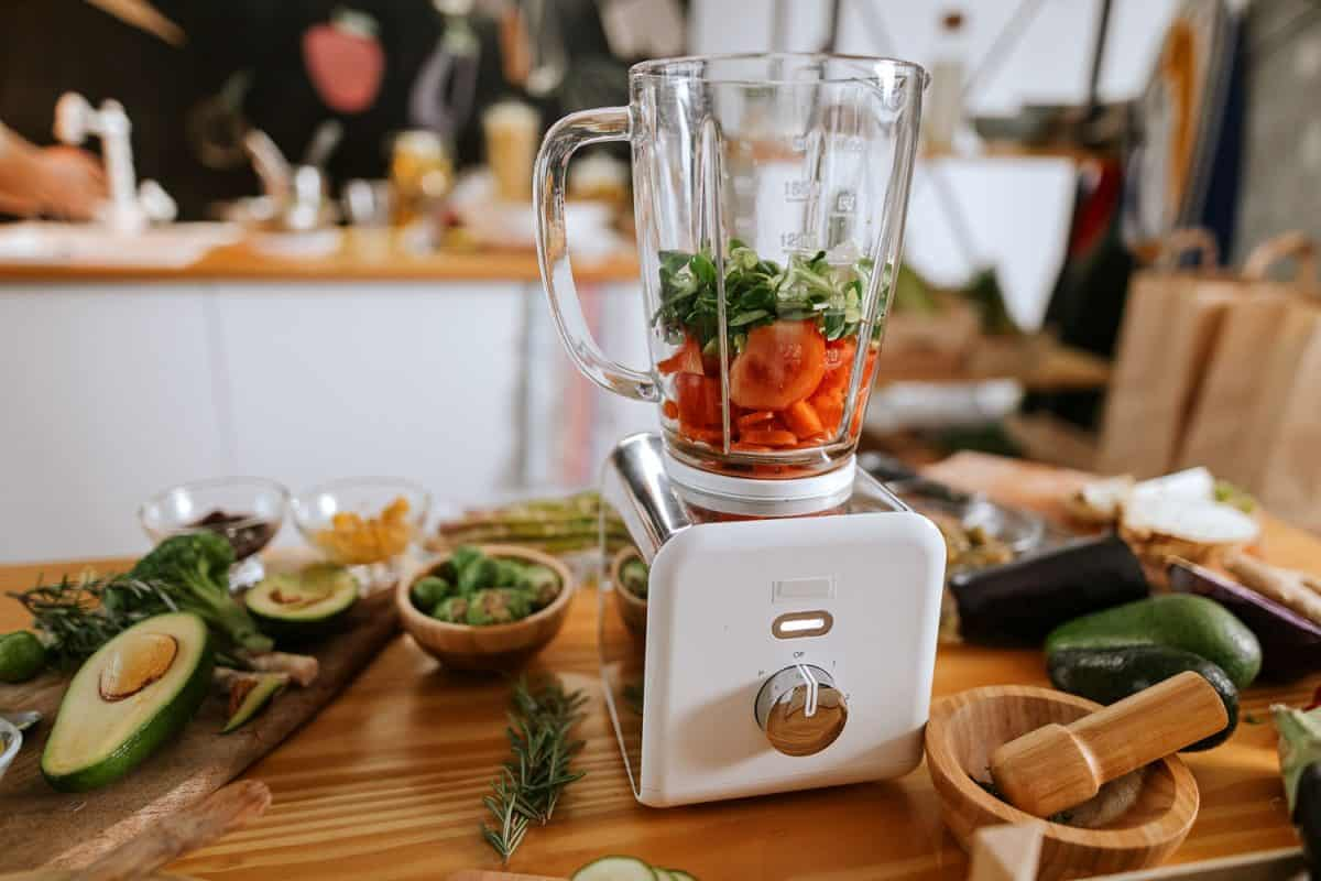 Blending vegetables and other herbs and spices on a blender, What To Do If You Don't Have A Blender [8 Alternatives]