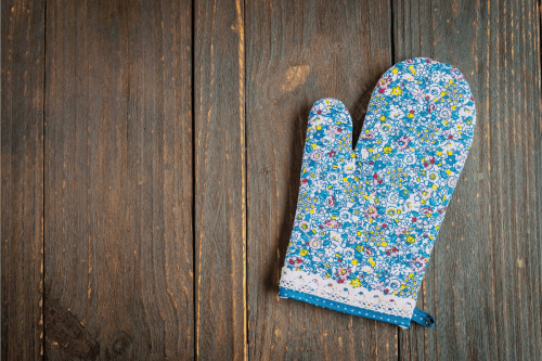 9 Types Of Oven Mitts [And How To Choose]
