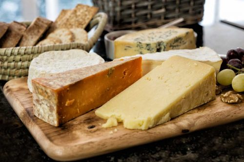 Read more about the article What Oil Do You Put On A Wooden Cheese Board? [For Maintenance]
