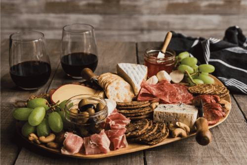 Read more about the article How Big Should A Charcuterie Board Be?