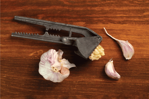 Read more about the article 5 Garlic Press Alternatives To Try Out