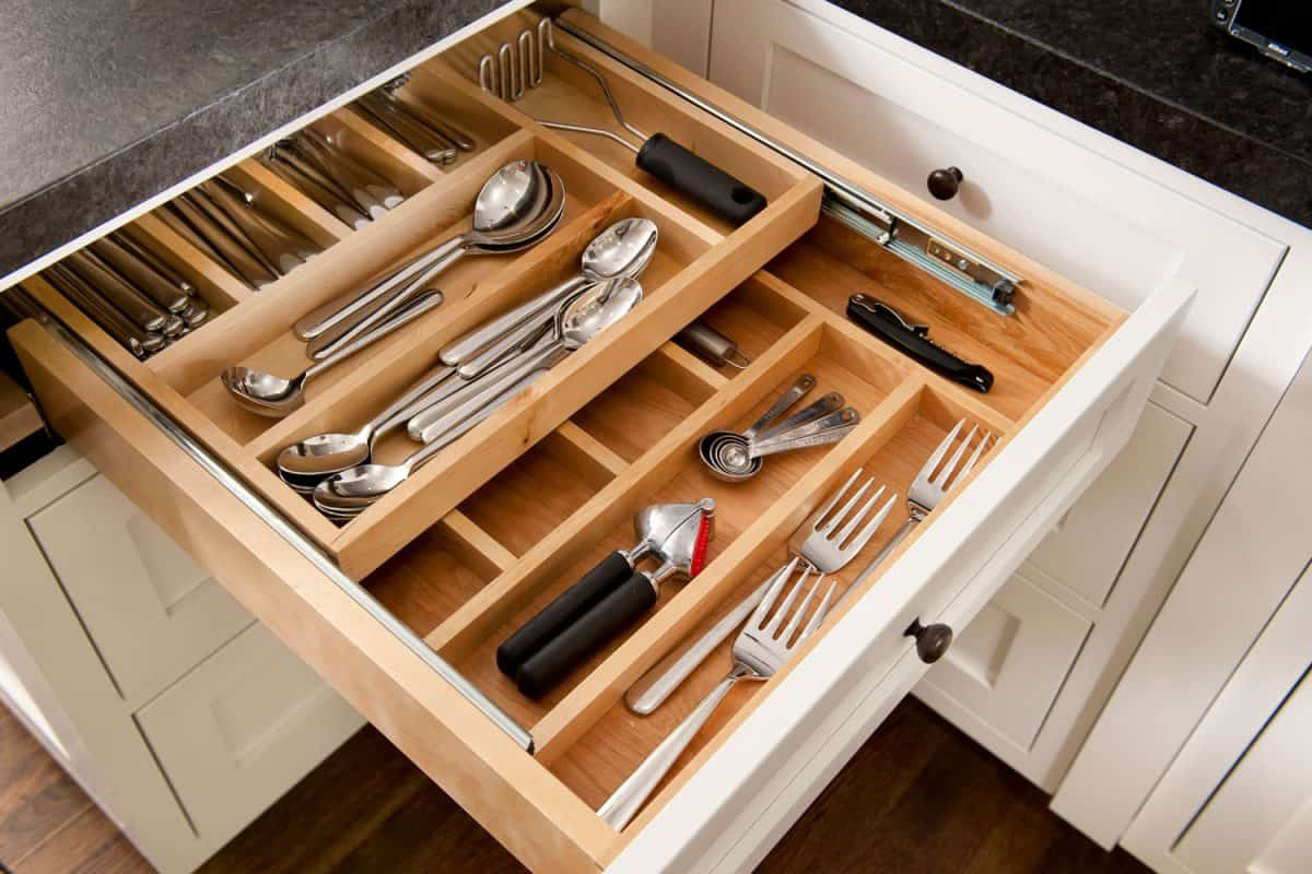 Kitchen silverware drawer with compartments