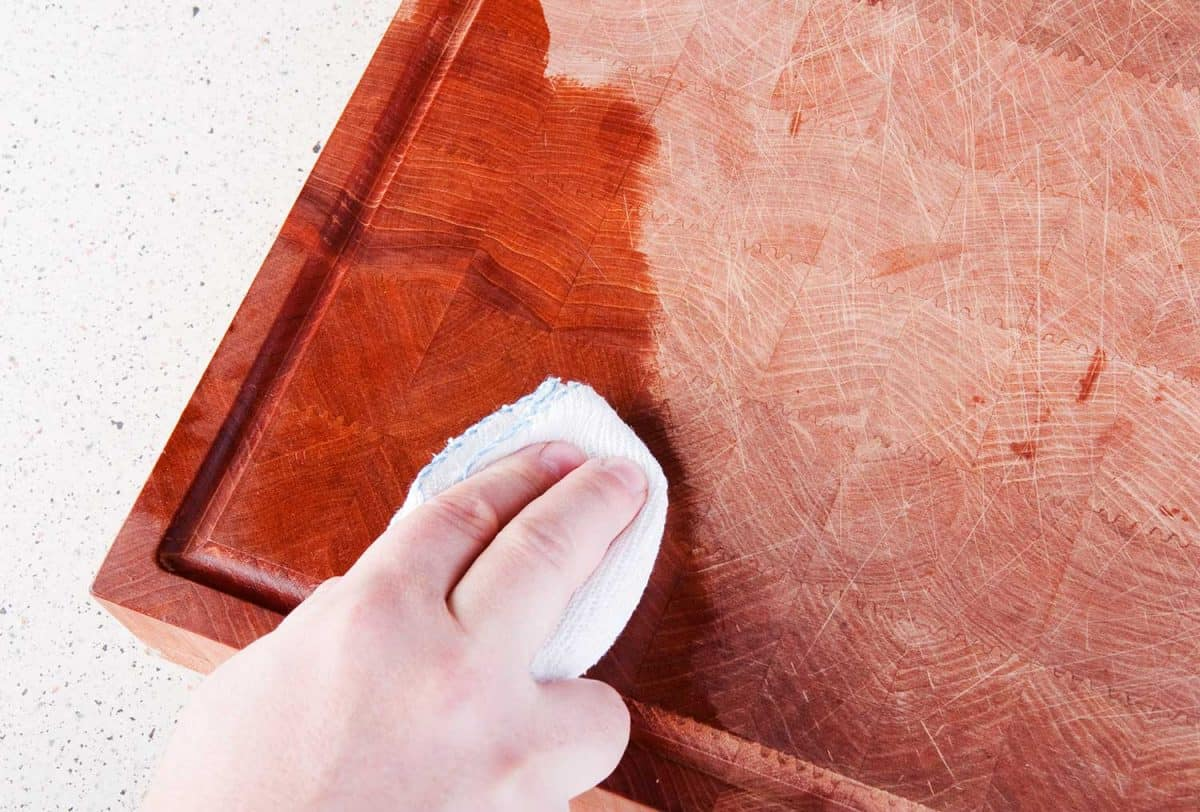 Oiling the chopping board