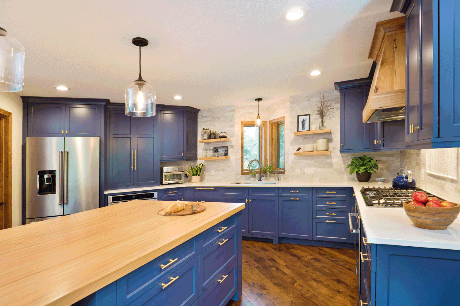 A contemporary kitchen renovation remodeling featuring a center island, hardwood floor and quartz counter.