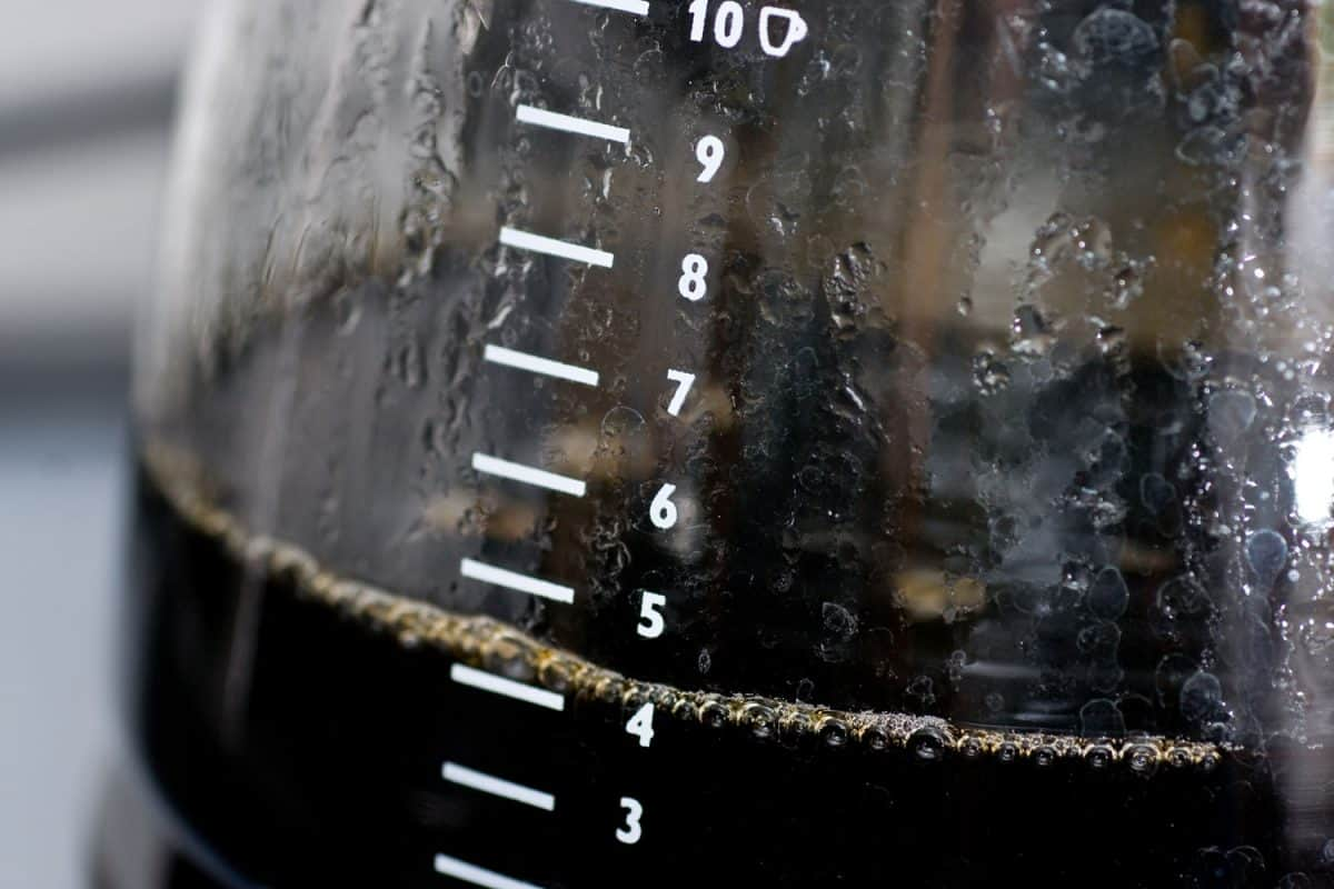 Coffee cup levels on the side of a coffee maker pot