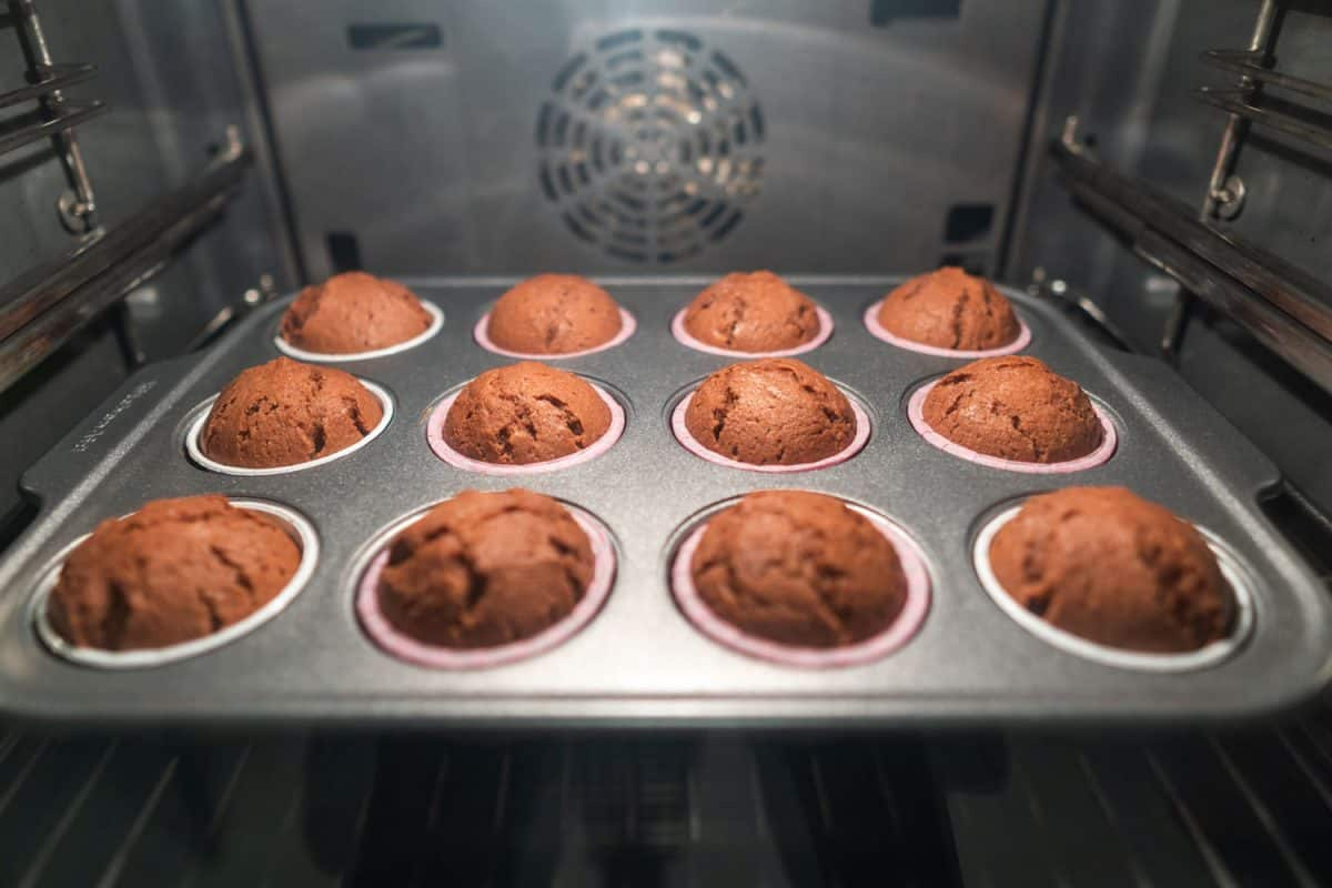 Delicious brown chocolates in the oven, Do Dark Cake Pans Cook Faster?