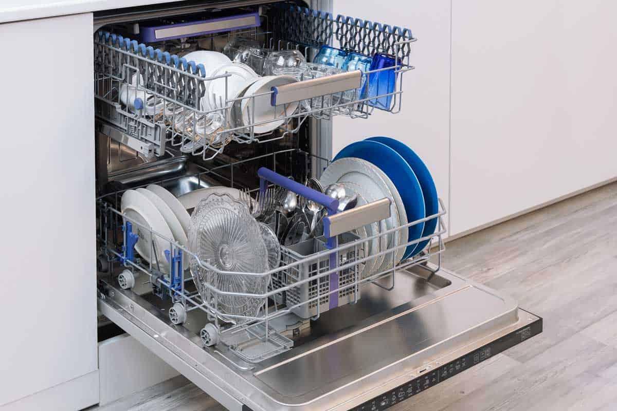 Kitchen dishwasher with utensils, Do Dishwashers Have Garbage Disposals?