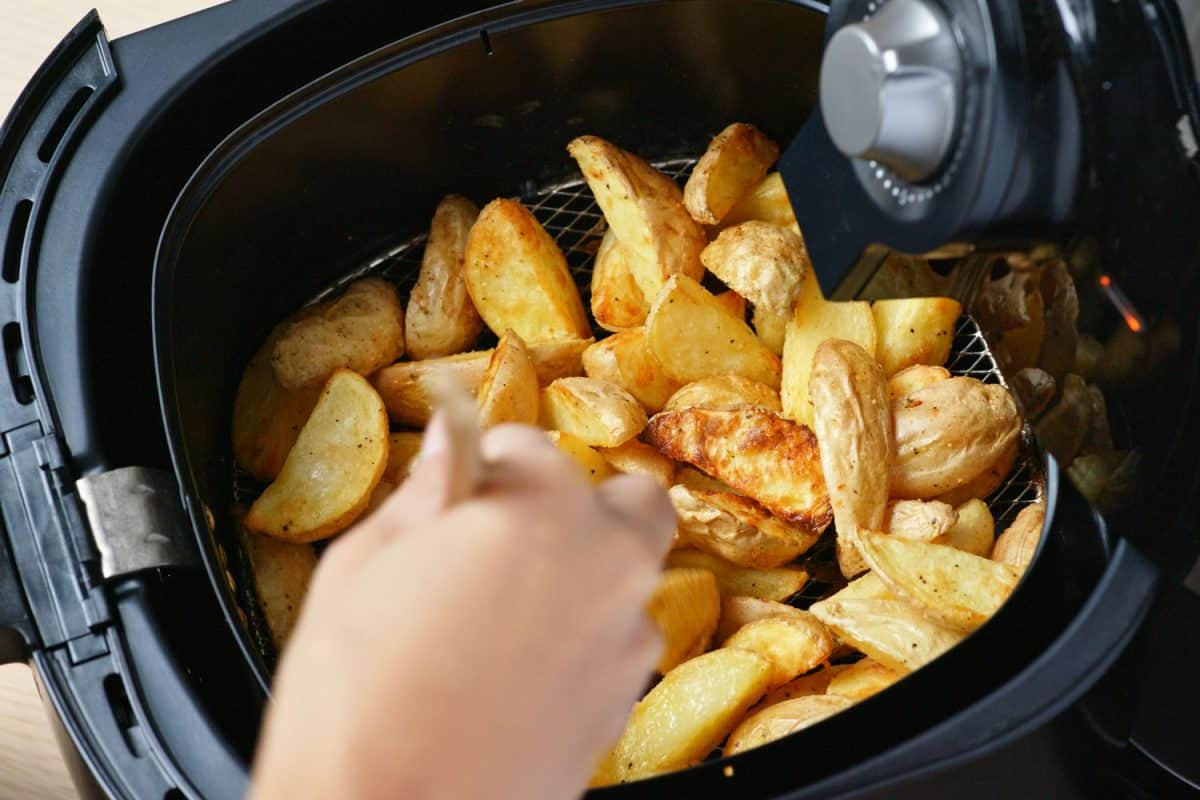 Delicious fried potatoes in the air fryer